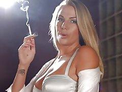 Danielle maye mnyororo sigara